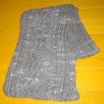 縄編み模様のマフラー(チャコール)