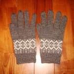 模様編みの手袋(チャコールグレー)
